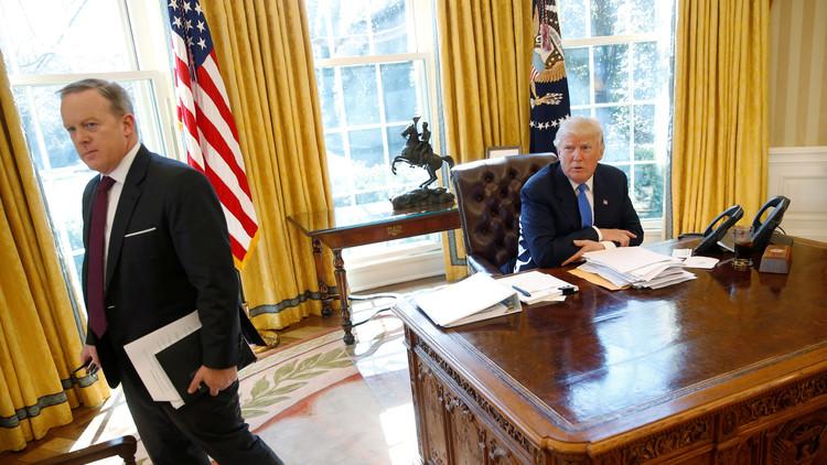 رئيس الولايات المتحدة يجازف بالبقاء من دون حاشية