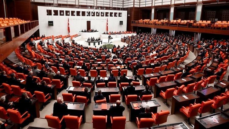 تركيا.. فصل برلمانيين اثنين مواليين للأكراد