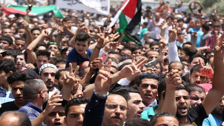 مظاهرة حاشدة في عمان تطالب بإغلاق السفارة الإسرائيلية