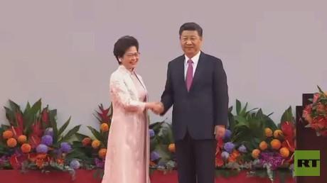 رئيسة هونغ كونغ التنفيذية الجديدة تؤدي اليمين أمام الرئيس الصيني