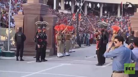 الهند وباكستان.. استعراض إغلاق الحدود