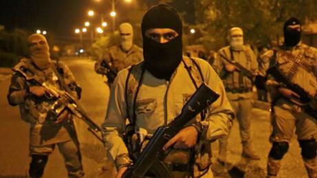 """عناصر من تنظيم """"داعش"""" في الموصل."""
