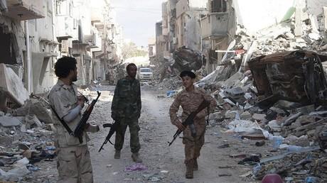 جنود موالون لقوات خليفة حفتر في بنغازي