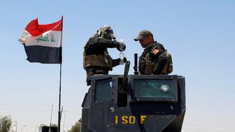 جنديان عراقيان في الموصل - أرشيف