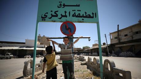 """الطبقة ما بعد """"داعش"""".. مختبر سياسة ترامب السورية"""