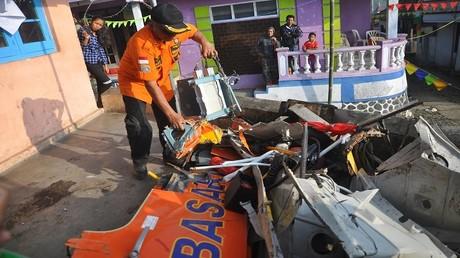 حطام طائرة مروحية في إندونيسيا