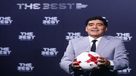 إسطورة كرة القدم الأرجنتينية دييغو أرماندو مارادونا