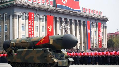 صورة من العرض العسكري الذي جرى في بيونغ يانغ بمناسبة الذكرى الـ105 لميلاد مؤسس كوريا الشمالية الراحل، كيم إل سونغ.