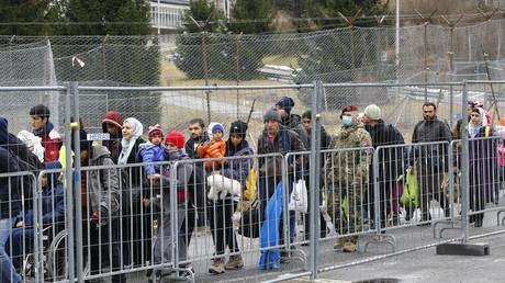 مهاجرون عند الحدود النمساوية