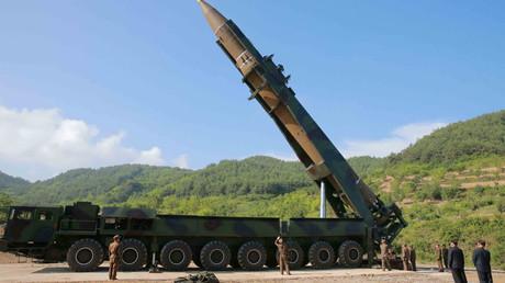 """الصاروخ الباليستي من طراز """"هواسونغ -14"""" الذي نفذت كوريا الشمالية إطلاقه الناجح"""