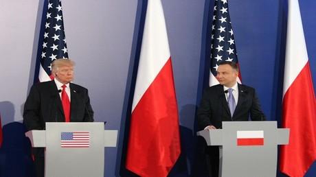 الرئيس الأمريكي، دونالد ترامب ونظيره البولندي، أنجي دودا