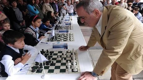 كاسباروف يعود للشطرنج بعد 10 سنوات على اعتزاله