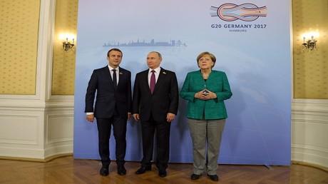 المستشارة أنجيلا ميركل والرئيسان فلاديمير بوتين وإيمانويل ماكرون