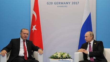 الرئيس الروسي، فلاديمير بوتين، ونظيره التركي رجب طيب أردوغان في قمة مجموعة العشرين