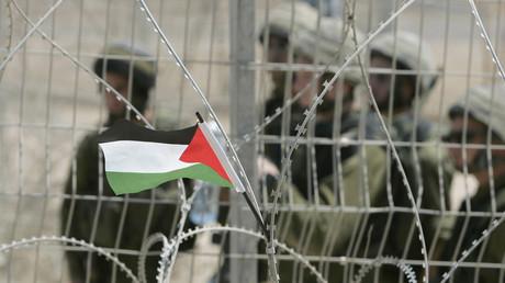 محاكمة ناشط فلسطيني أمام محكمةعوفر العسكرية