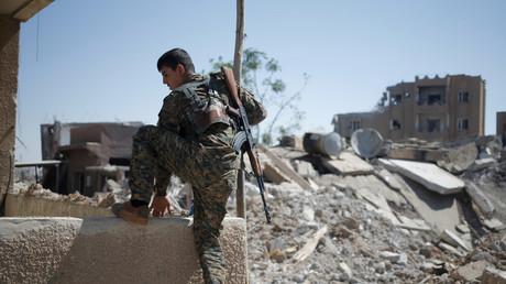 أحد المسلحين الأكراد في سوريا