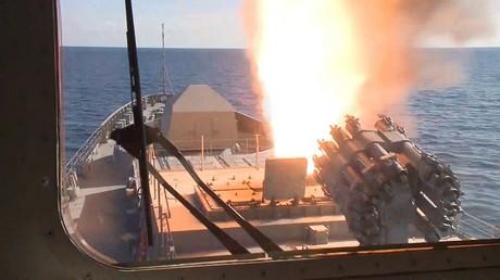 """الفرقاطة """"الاميرال غريغوروفتش"""" تضرب الإرهابيين في سوريا"""