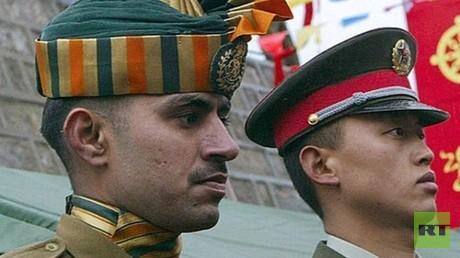 العسكر الصينيين و الهنود يتحولون إلى وضع المواجهة ضد بعض
