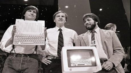 مؤسس آبل يخسر 67 مليار دولار ولا يمتلك أي جهاز للشركة