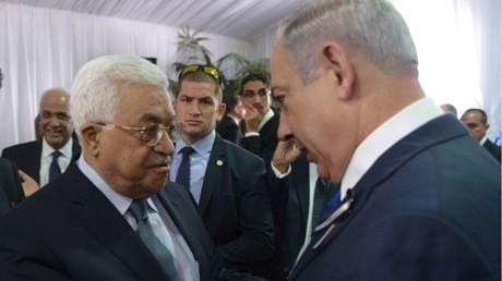 رئيس الوزراء الإسرائيلي بنيامين نتنياهو والرئيس الفلسطيني محمود عباس