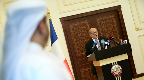 وزير الخارجية الفرنسي جان إيف لودريان يعقد مؤتمرا صحفيا في الدوحة