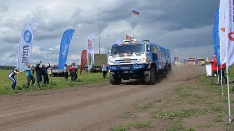 الروسي نيكولايف يفوز بالمرحلة العاشرة من رالي طريق الحرير