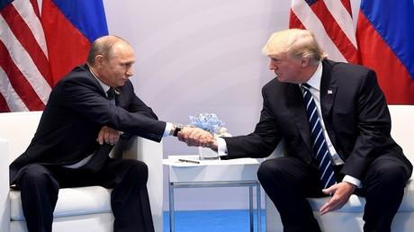 الرئيس بوتين أثناء لقاء نظيره الأمريكي دونالد ترامب على هامش قمة G20 في هامبورغ الألمانية 7 يوليو/تموز