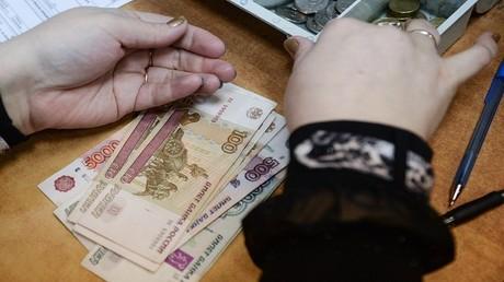 الروبل يستمر بالارتفاع مقابل الدولار واليورو