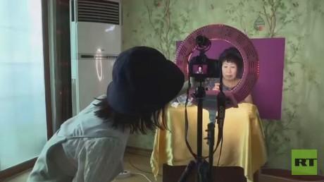 مسنة تشتهر بفضل حفيدتها بكوريا الجنوبية