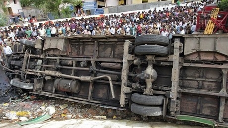 صورة ارشيفية لتدهور باص في الهند