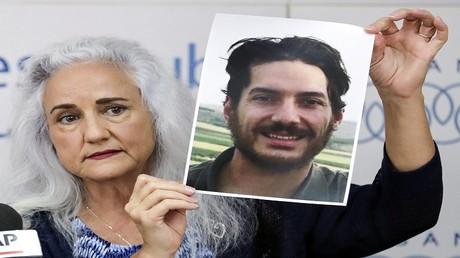 ديبرا تايس والدة الصحفي أوستن المختطف في سوريا