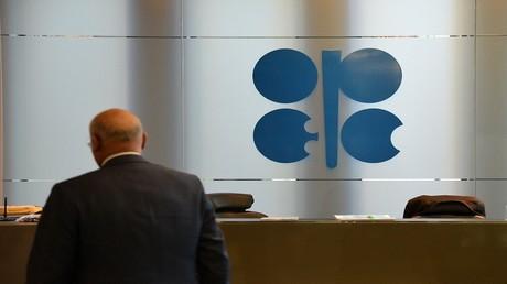 """النفط ينخفض عشية اجتماع لجنة """"أوبك"""""""
