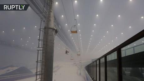 الصين تفتتح أكبر منتجع تزلج داخلي في العالم