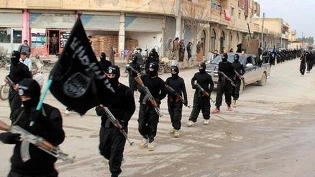 عناصر لداعش في الرقة عام 2014