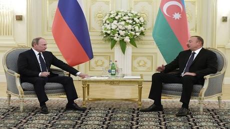 صورة من الأرشيف للرئيسين إلهام علييف وفلاديمير بوتين