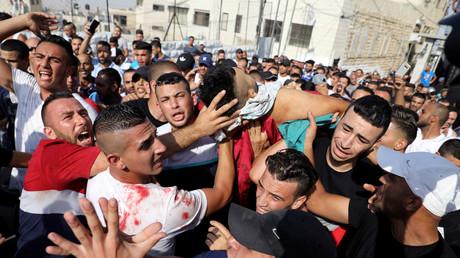شاب فلسطيني جريح خلال المواجهات مع الجيش الإسرائيلي