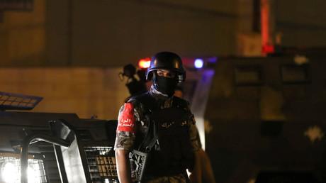 رجل أمن قرب مقر السفارة الإسرائيلية في عمان