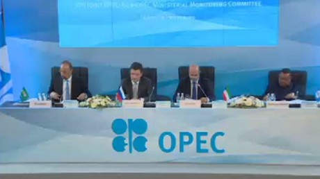 اتفاق قريب على تمديد تقليص إنتاج النفط