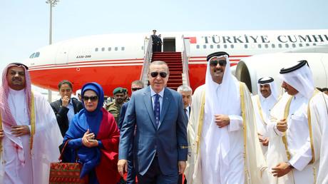 استقبال أمير قطر لأردوغان وعقيلته