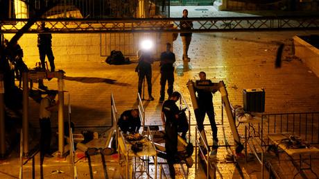 إزالة البوابات الإلكترونية في محيط المسجد الأقصى