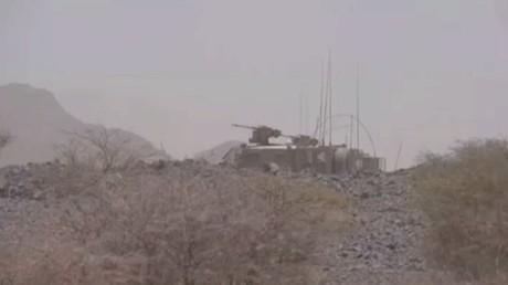 قوات هادي تقتحم معسكر خالد بن الوليد