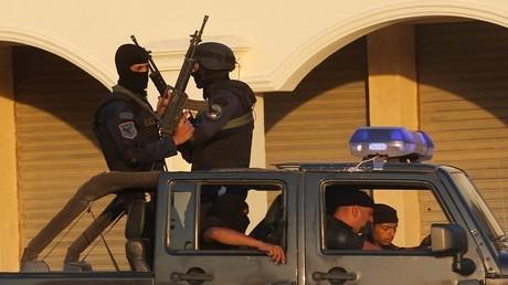 أرشيف - عناصر من الأجهزة الأمنية المصرية في مهمة بالقاهرة