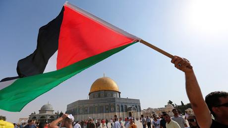 رفع العلم الفلسطيني داخل المسجد الأقصى