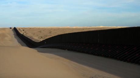 رسم تخطيطي للجدار بين المكسيك والولايات المتحدة الأمريكية