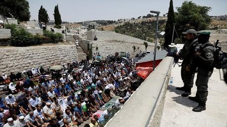 مواجهات بين القوات الإسرائيلية وفلسطينيين في محيط الأقصى بعد صلاة الجمعة
