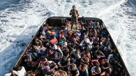 مكافحة مهربي المهاجرين