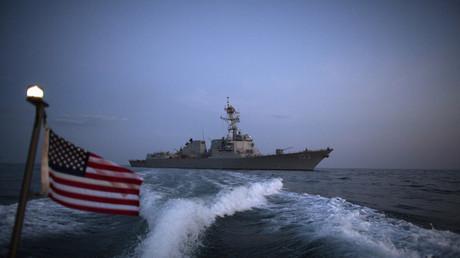 احتكاك بين البحرية الأمريكية والبحرية الإيرانية