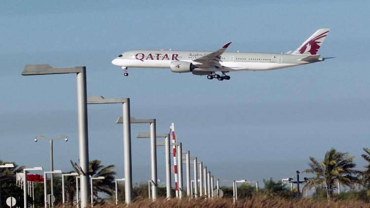 تسريبات عن اتفاق حول تسيير الخطوط الجوية القطرية رحلات عبر ممرات طوارئ