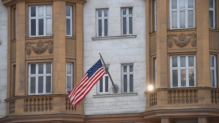 موسكو قد تنظر في إمكانية توظيف عاملين سابقين في السفارة الأمريكية