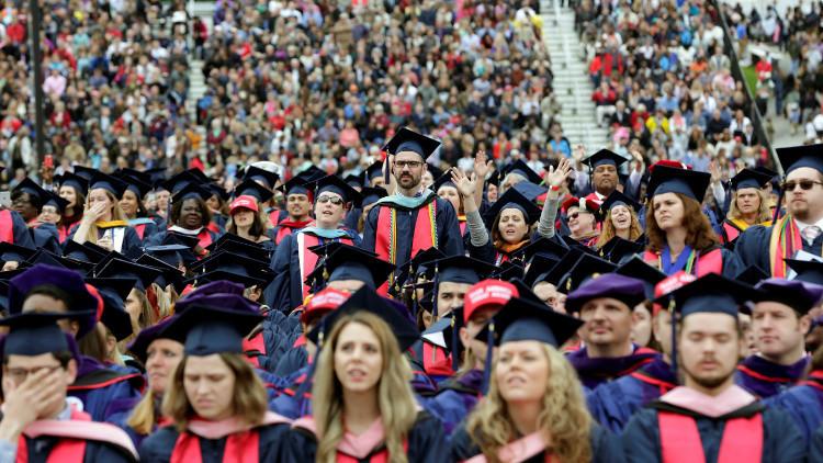 صحيفة: إدارة ترامب تسعى لإزالة التمييز ضد الطلاب البيض